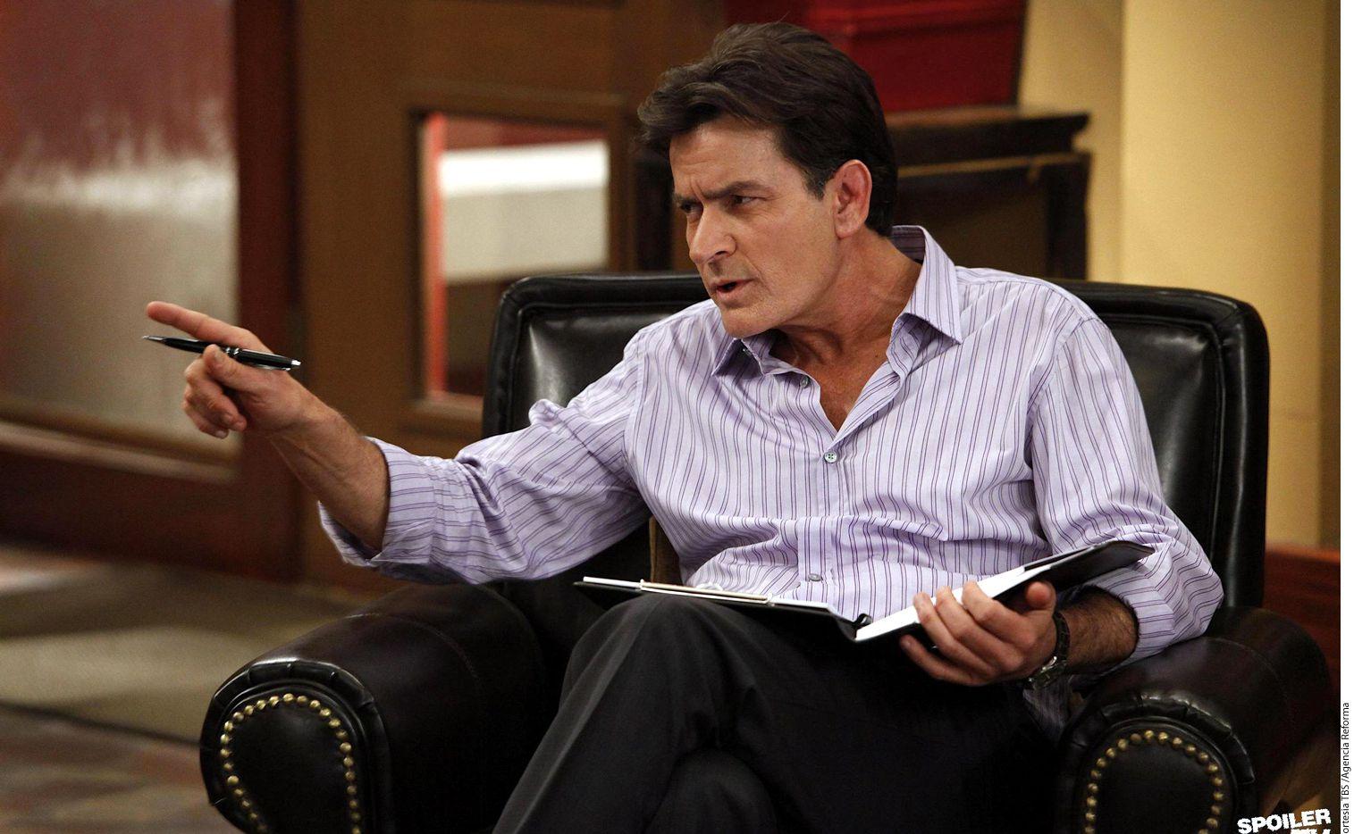 Charlie Sheen aseguró durante el programa Dr. Oz que ha sufrido episodios maniacos de manera regular./AGENCIA REFORMA