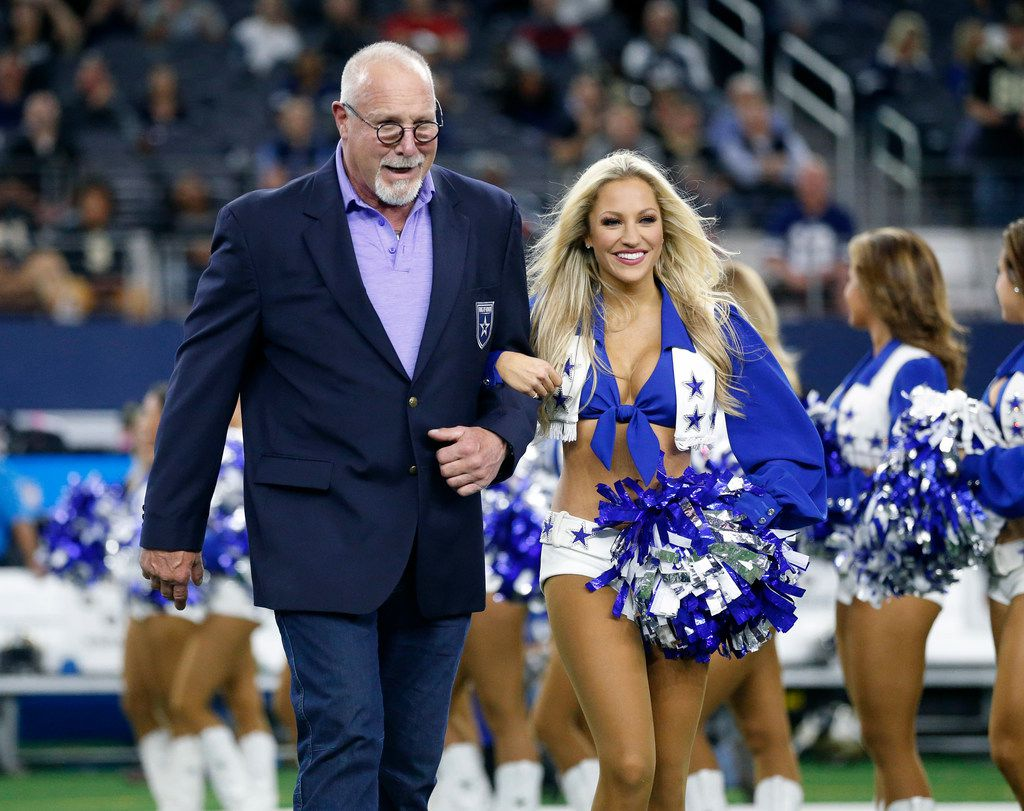 Former Dallas Cowboys Randy White is escorted to Gil Brandt's Ring of Honor induction ceremony during halftime at AT&T Stadium in Arlington, Texas, Thursday, November 29, 2018. White was inducted into the Dallas Cowboys Ring of Honor in 1994. (Tom Fox/The Dallas Morning News)
