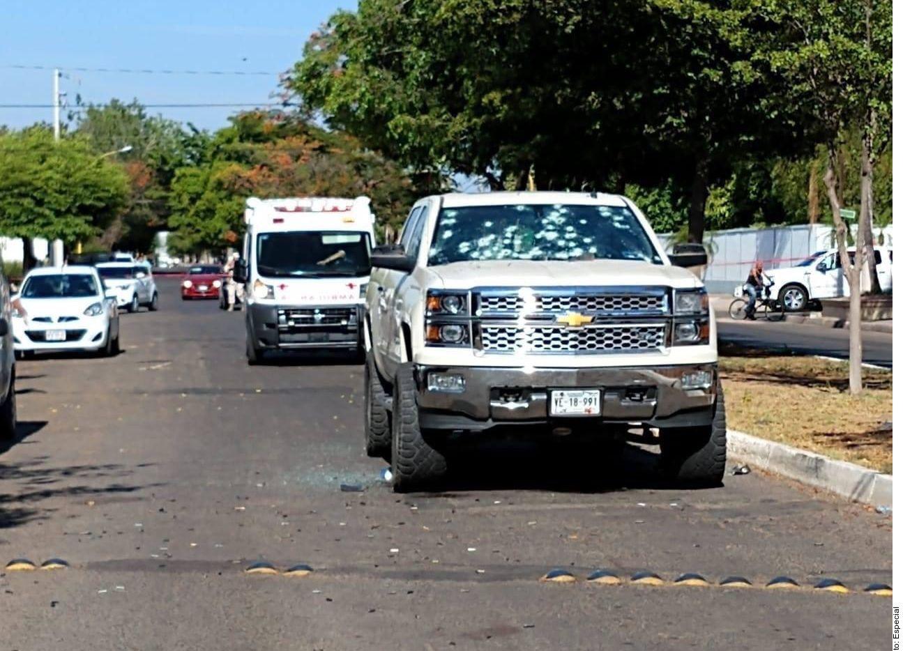 El vehículo donde circulaba Luis Carlos Mendoza García en Ciudad Obregón, Sonora. AGENCIA REFORMA.