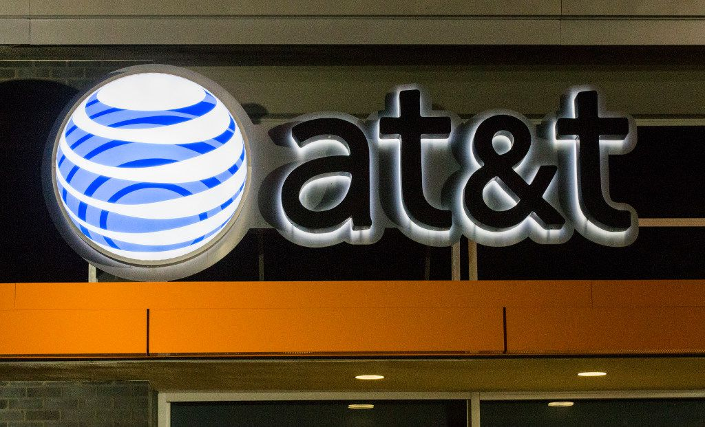 An AT&T store at 3329 Oak Lawn Ave on Monday, October 24, 2016 in Dallas. (Ashley Landis/The Dallas Morning News)