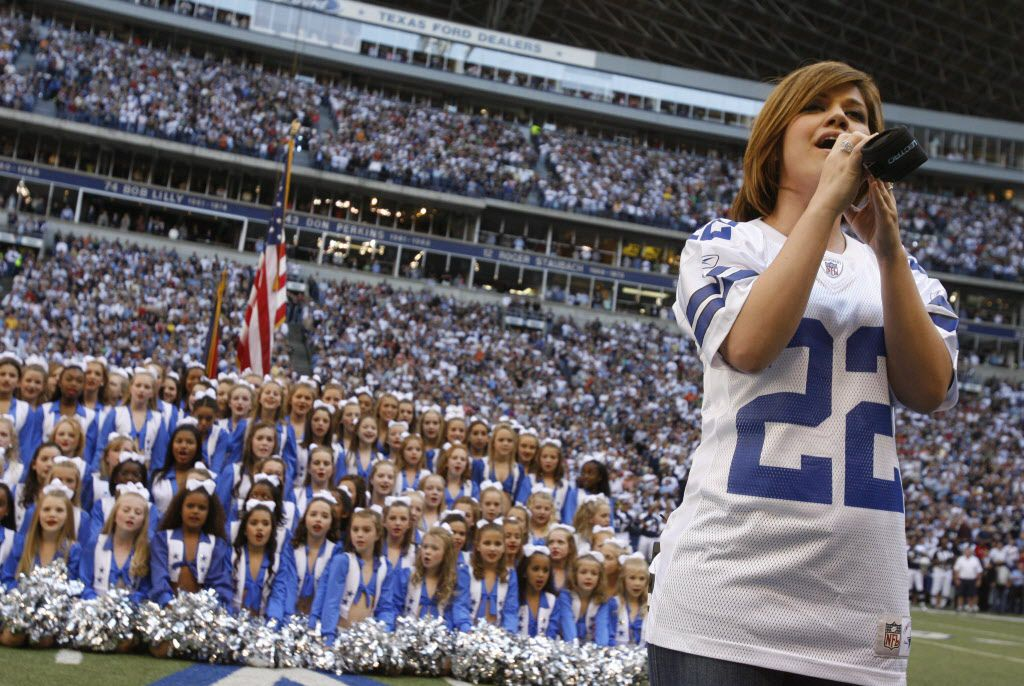Singer Kelly Clarkson performs the national anthem before the first half of NFL football action between the Cowboys and Tampa Bay Buccaneers at Texas Stadium  in Irving, Texas on Nov.  23, 2006