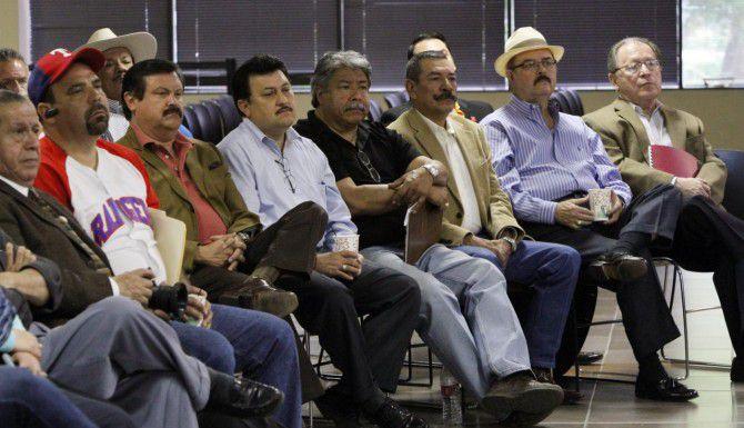 Activistas de Dallas participan en una reunión con el director general del Instituto de los Mexicanos en el Exterior en el consulado mexicano en el 2013. (AL DÍA/ARCHIVO)
