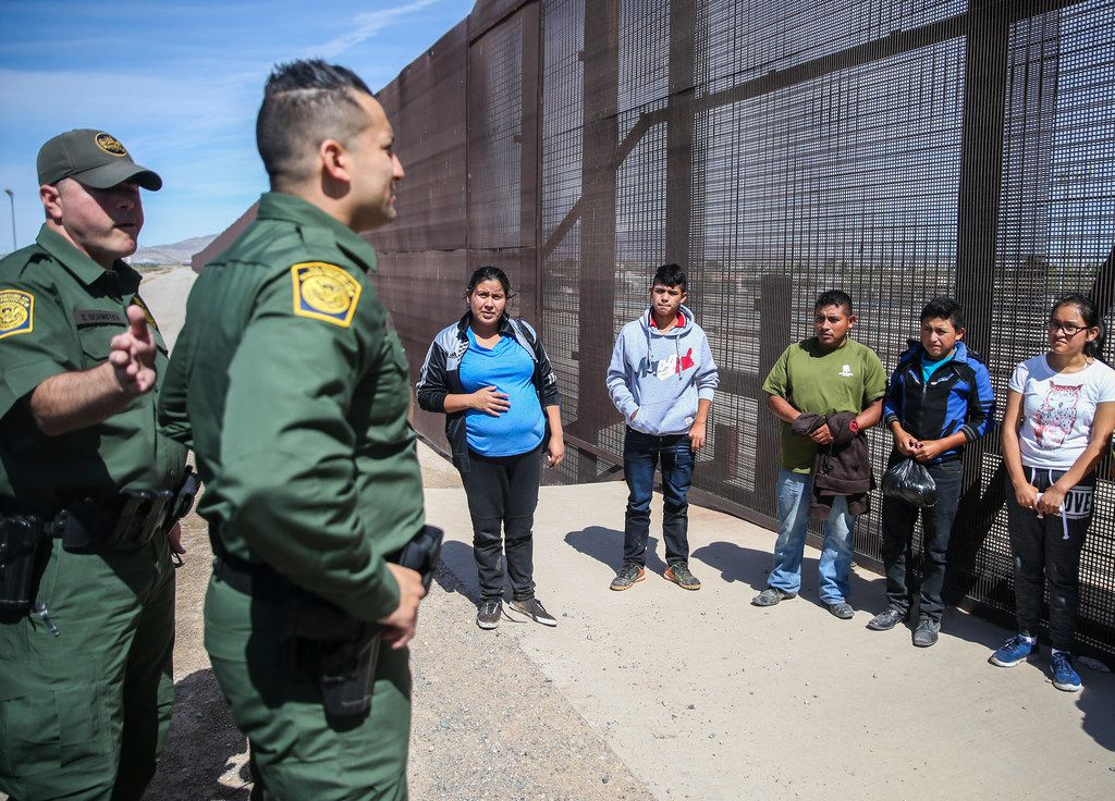 U.S. Border Patrol agents take into custody a group of Central American asylum seekers who crossed into the United States from Mexico on April 4, 2019 in El Paso. (Ryan Michalesko/The Dallas Morning News)