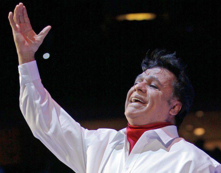 El cantante Juan Gabriel cantó sus éxitos durante el concierto del 26 de febrero del 2015 en el American Airlines Center. (Especial para Al Día/ Ben Torres)