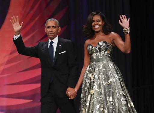 El ex presidente Barack Obama junto a su esposa Michelle Obama. /AP
