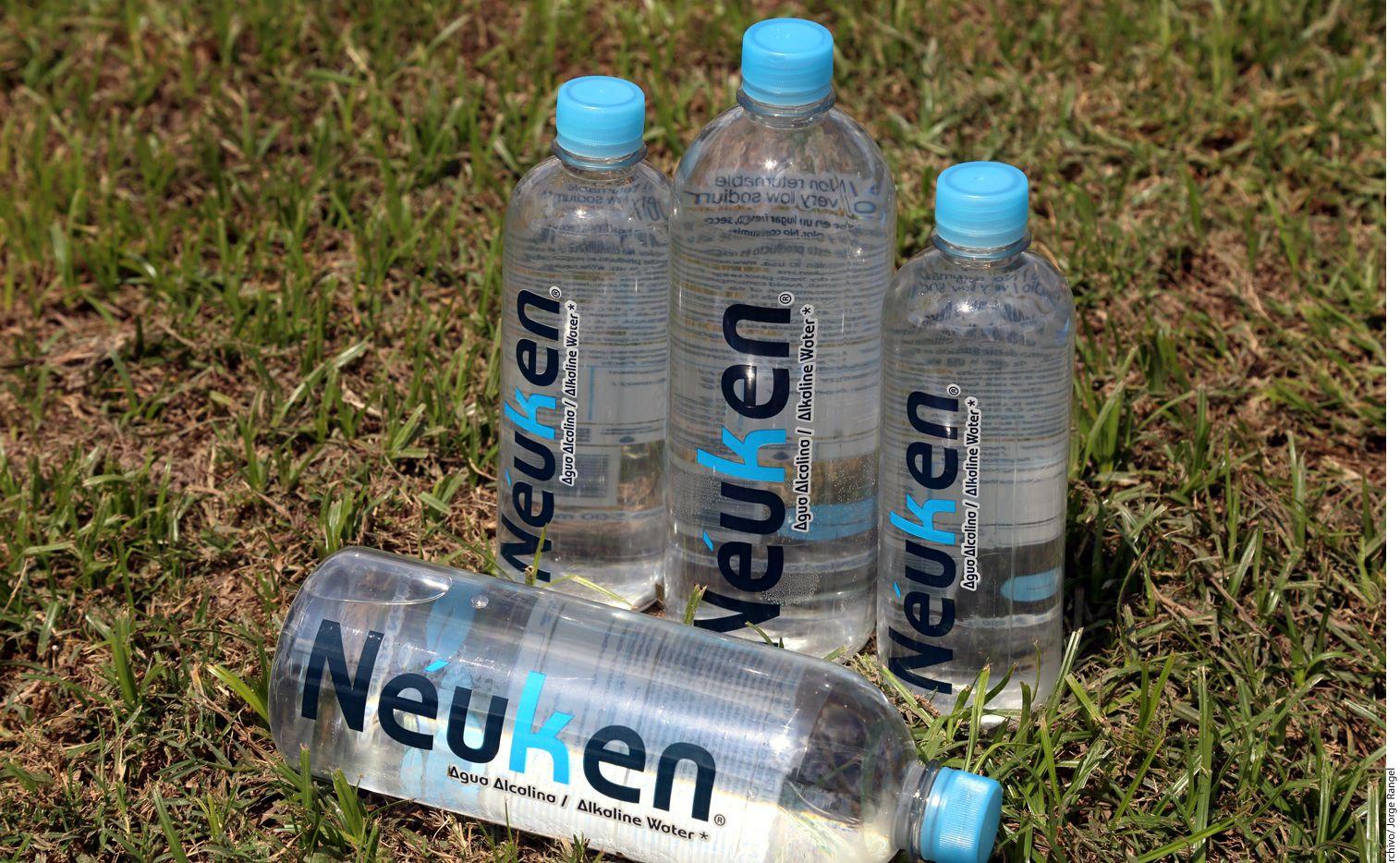 El consumo del agua alcalina por largos periodos de tiempo y en exceso puede perjudicar al organismo y conducir a un desequilibrio en el cuerpo. AGENCIA REFORMA