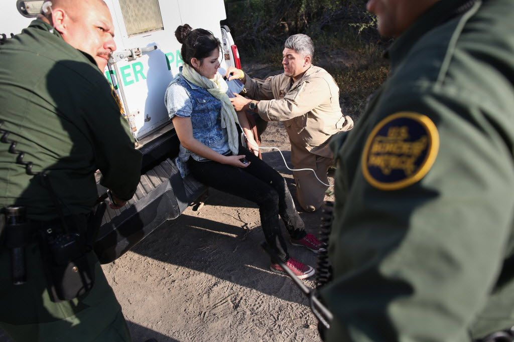 A U.S. Border Patrol agent takes the pulse of an unauthorized immigrant who needed medical attention after crossing the Rio Grande near La Grulla, Texas. (2015 File Photo/Getty Images)