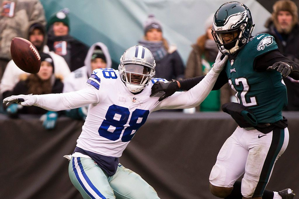 Dallas Cowboys wide receiver Dez Bryant (88) can't make a catch as Philadelphia Eagles cornerback Rasul Douglas (32) defends during the first half of an NFL football game on Sunday, Dec. 31, 2017, in Philadelphia. (Smiley N. Pool/The Dallas Morning News)