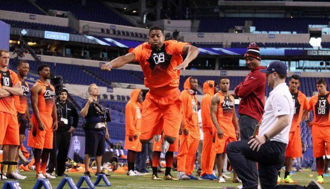 Jameis Winston, ex quarterback de Florida State, durante las pruebas del NFL Scouting Combine.(DMN)