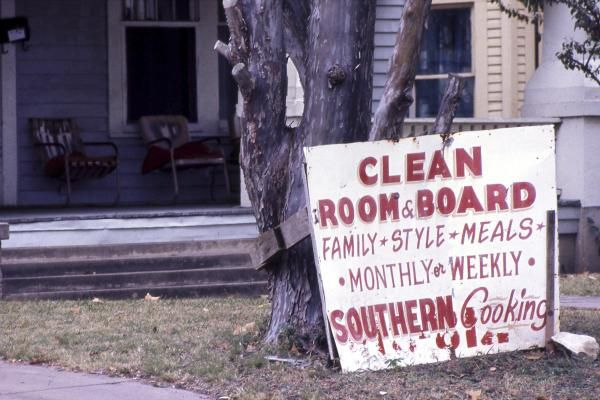 In the mid-1970s, the early Dallas subdivision known as Munger Place was a down-at-the-heels collection of cheap rooming houses, apartments and abandoned buildings.