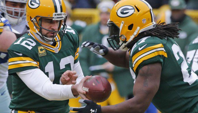 El mariscal Aaron Rodgers (12) y los Packers visitan a los Seahawks el domingo en la final de la conferencia NFC (DMN/LOUIS DELUCA)