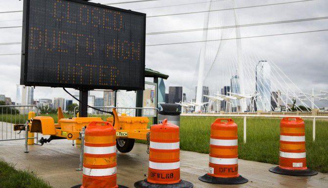 Funcionarios de Dallas se preparaban para la posibilidad de inundaciones, luego de que meteorólogos advirtieran sobre nuevas tormentas. (DMN/ASHLEY LANDIS)