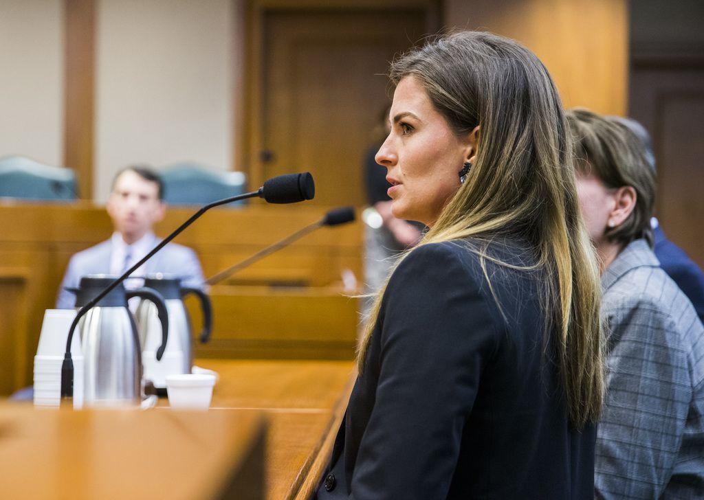 Eve Wiley testificó ante el Senado de Texas sobre cómo descubrió que su padre biológico era en realidad el médico de la clínica de fertilidad. ASHLEY LANDIS/DMN