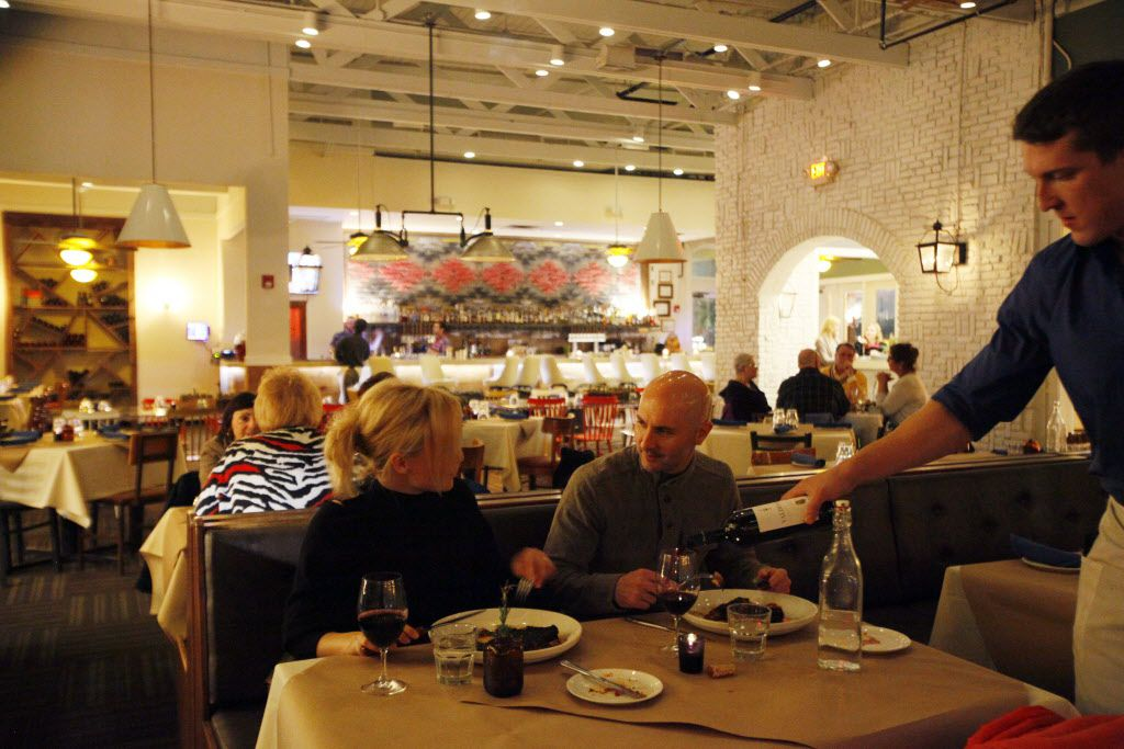 The dining room at Smoke Plano