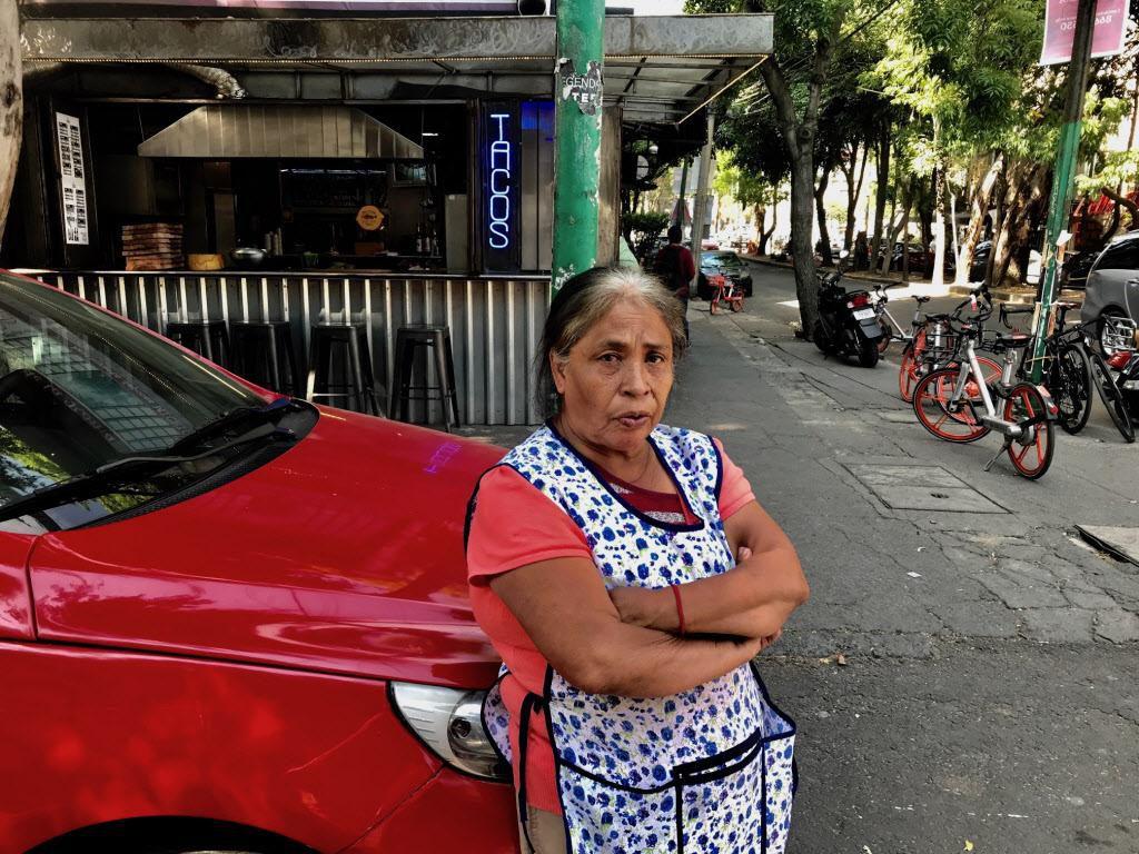 Mary Morales, de 60 años, trabaja seis días pro semana como empleada doméstica en la colonia Roma por más de 25 años. ALFREDO CORCHADO/DMN