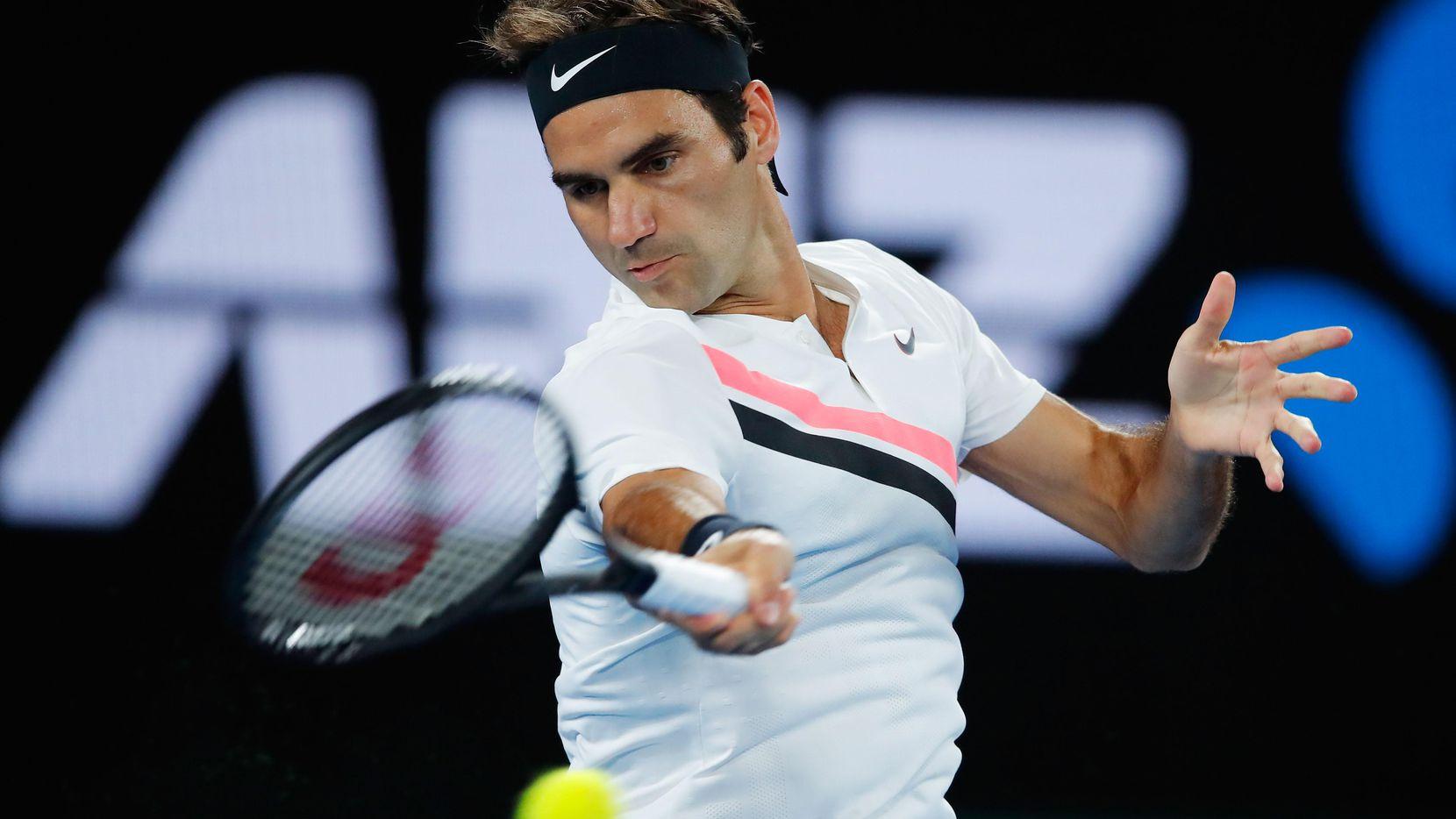 Roger Federer avanzó a la final del Abierto australiano tras el retiro de Hyeon Chung por lesión en el segundo set del partido del viernes en Melbourne Park, Australia. (Getty Images/Scott Barbour)