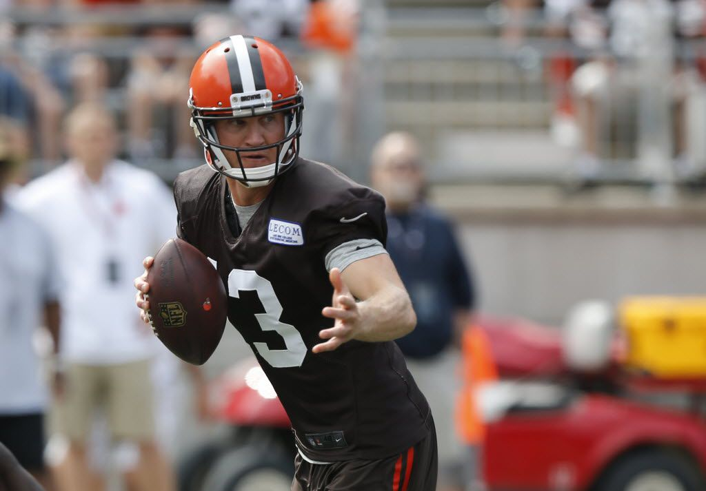 Cleveland Browns quarterback Josh McCown drops back to pass during their orange and brown scrimmage at the NFL football team's training camp Saturday, Aug. 6, 2016, in Columbus, Ohio. (AP Photo/Jay LaPrete)