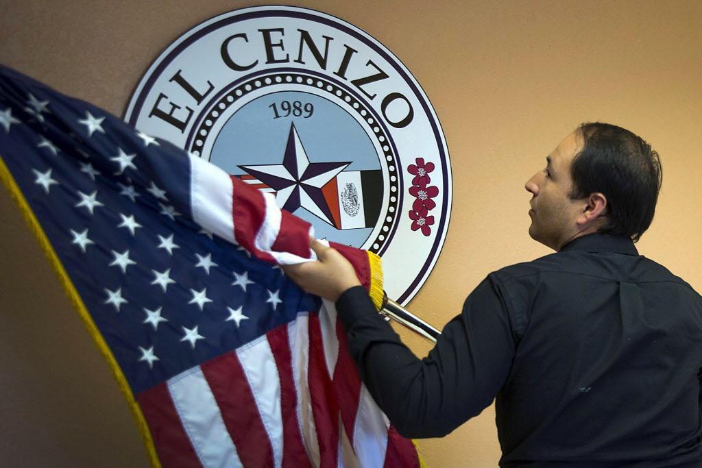 """Raúl Reyez, alcalde de El Cenizo, defiende la ordenanza de """"refugio seguro"""" en su ciudad. Pero estaría en contravención con la ley SB4.  SMILEY POOL/DMN"""