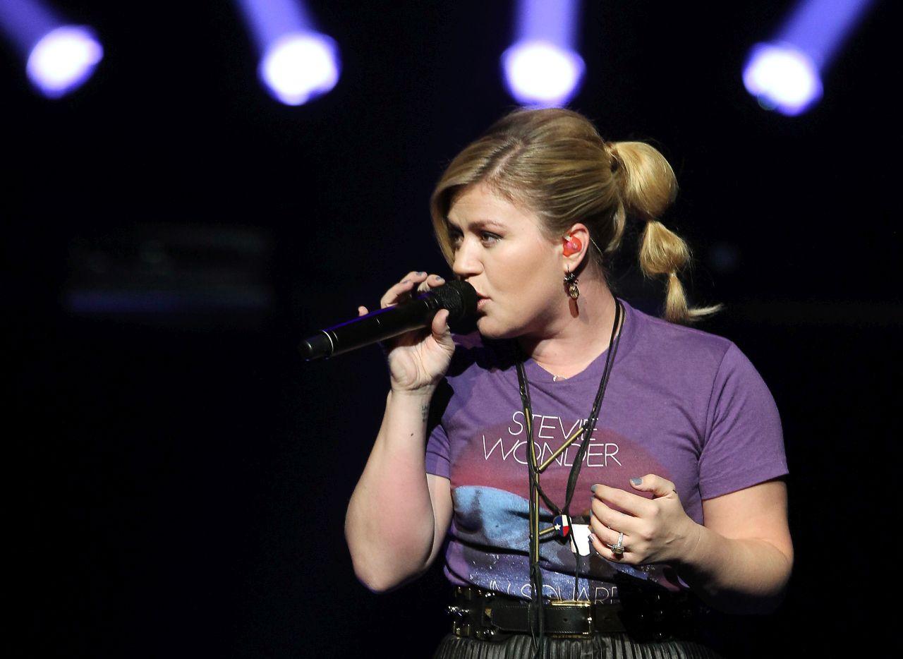 Kelly Clarkson as Eminem? 12 killer cover songs from our
