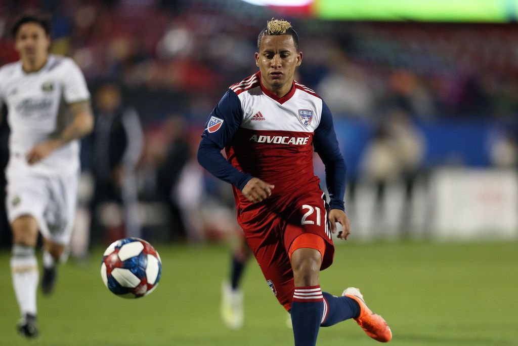 Frisco, Texas: Michael Barrios #21 of FC Dallas controls the ball during game between FC Dallas and Portland Timbers on April 13, 2019 at Toyota Stadium. (Photo by Omar Vega / Al Dia Dallas)