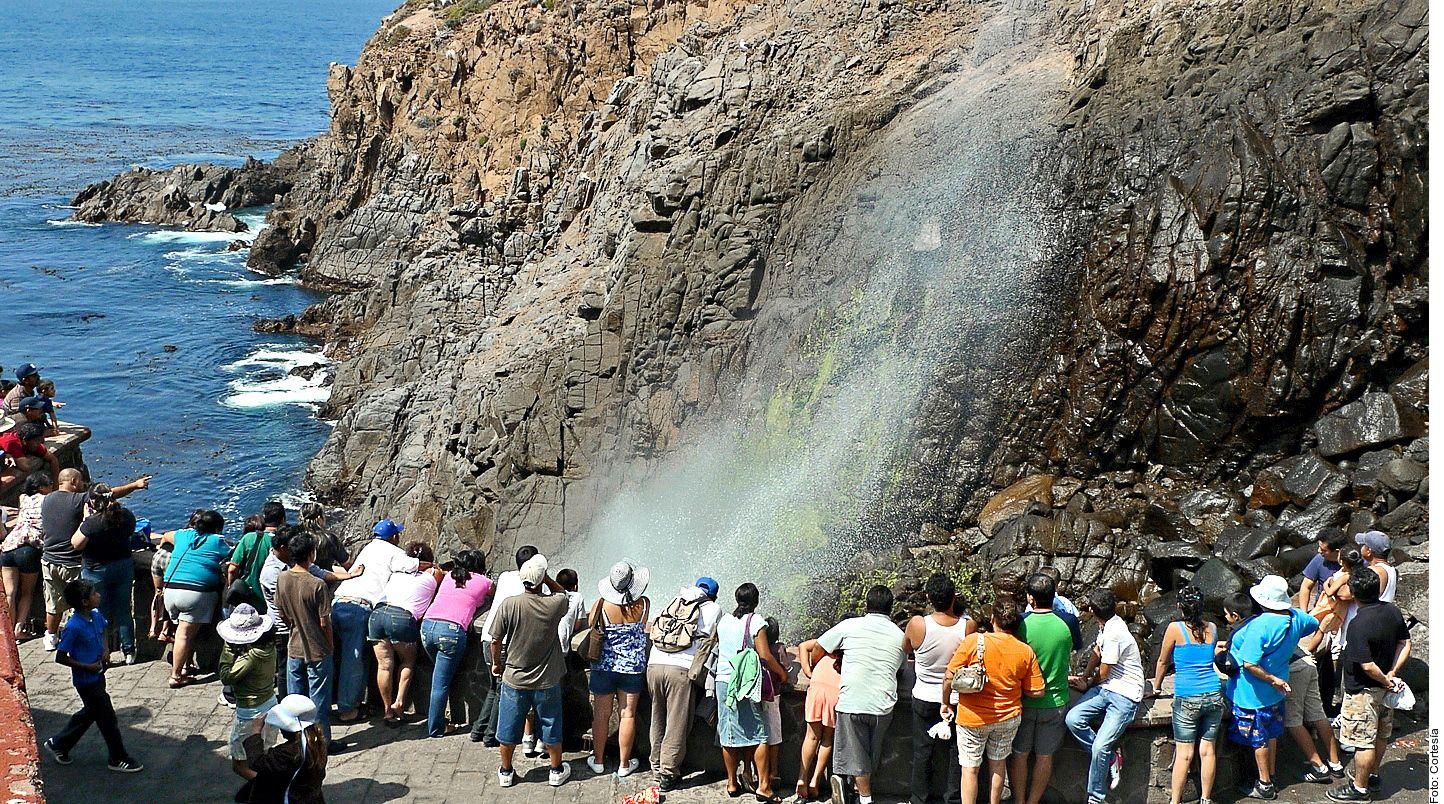 Además de deleitar con sus aguas y su malecón, la ciudad de Ensenada, ubicada en la Bahía de Todos los Santos y a una hora y media de Tijuana en auto, tiene otros encantos como las carretas de mariscos. AGENCIA REFORMA