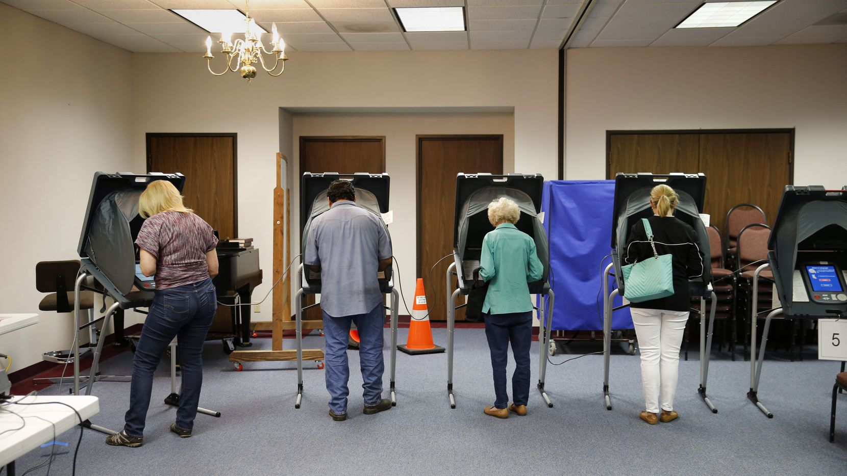 Texas voters cast their ballots on March 1. Two Houston lawmakers are calling for an investigation into long voting lines. (Erich Schlegel/Getty Images)