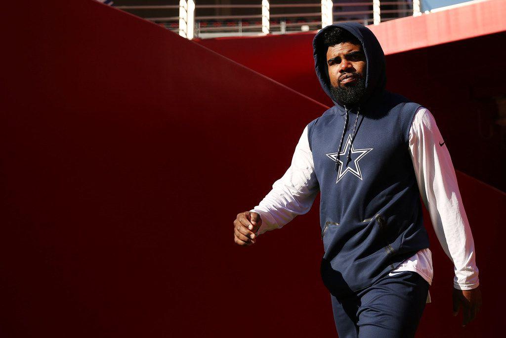 Dallas Cowboys running back Ezekiel Elliott (21) enters the field before a National Football League game between the Dallas Cowboys and the San Francisco 49ers at Levi's Stadium in Santa Clara, California Sunday October 22, 2017. (Andy Jacobsohn/The Dallas Morning News)