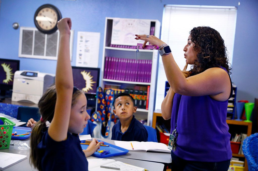 Third grade dual-language science teacher Carmen Arellano questions about magnetism at Arthur Kramer Elementary in North Dallas on  Sept. 21, 2017.