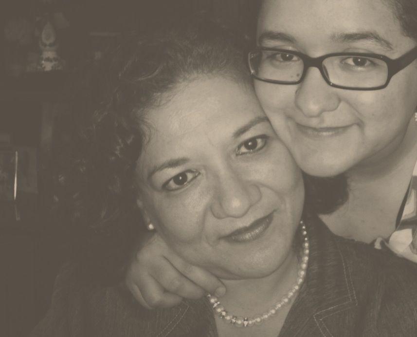 Alex Hernández junto a su madre Emma, que falleció de cáncer.
