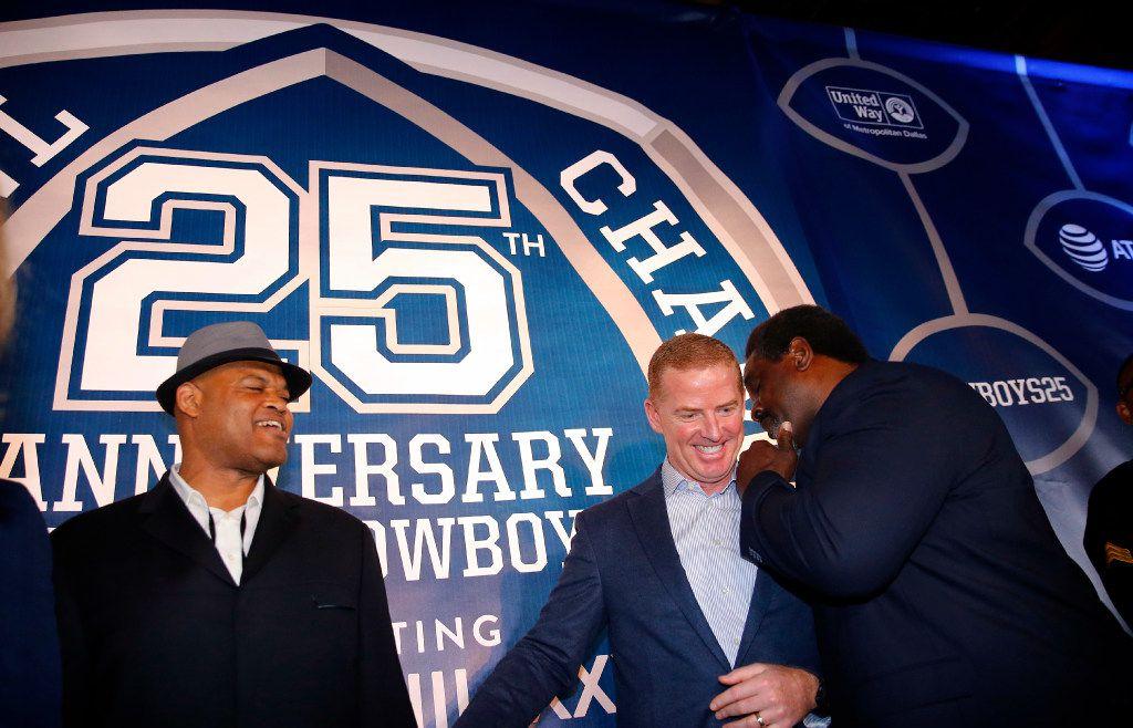 Former Dallas Cowboys football player Nate Newton (right), Jason Garrett (center) and Ken Norton Jr. share stories on the Blue Carpet. (Tom Fox/The Dallas Morning News)