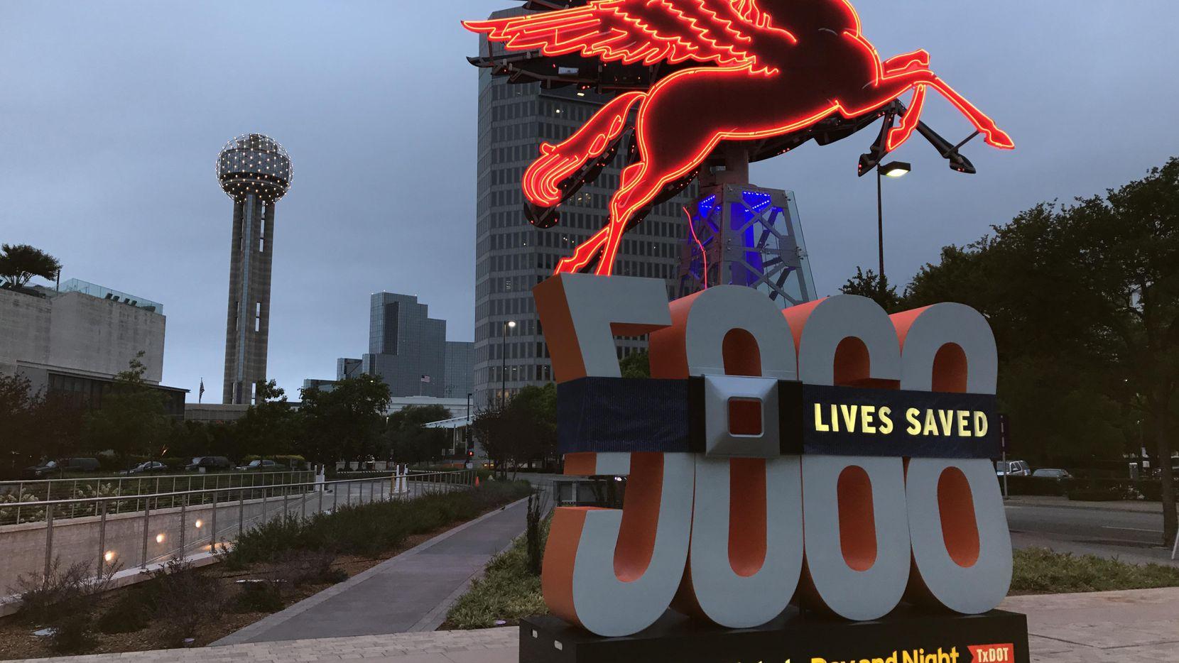 """Calculan que la campaña """"Abroche o Pague"""" ha salvado la vida de 5,068 personas en Texas desde que se lanzó en el 2002.(CORTESÍA)"""