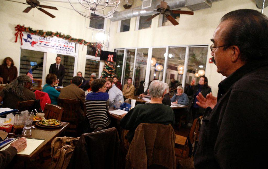 Eladio Martinez of the Ledbetter neighborhood association in West Dallas asks questions of HMK's Khraish Khraish. (Nathan Hunsinger/Staff Photographer)