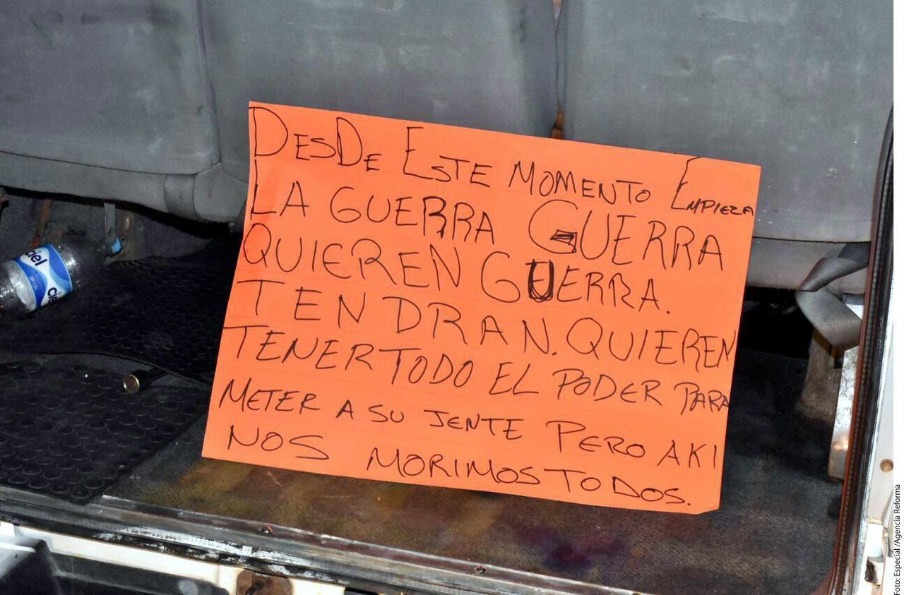 El hallazgo de una camioneta, 11 cadáveres y una cartulina con un mensaje ocurrió en las calles Paseo Puerto Banderas y Tlacotalpan.(AGENCIA REFORMA)