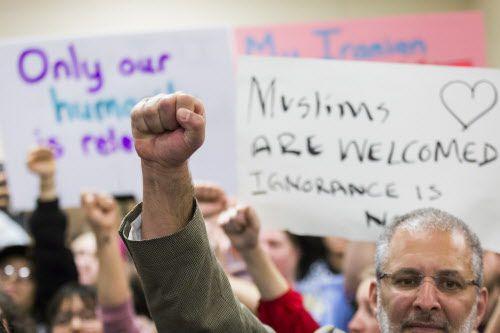 Las protestas en el aeropuerto DFW continuarán en Thanks-Giving Square.