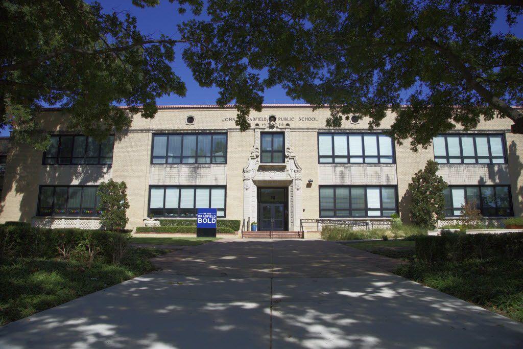 Building mug of Bradfield Elementary, Tuesday, October 6, 2015. (Brandon Wade/Special Contributor)