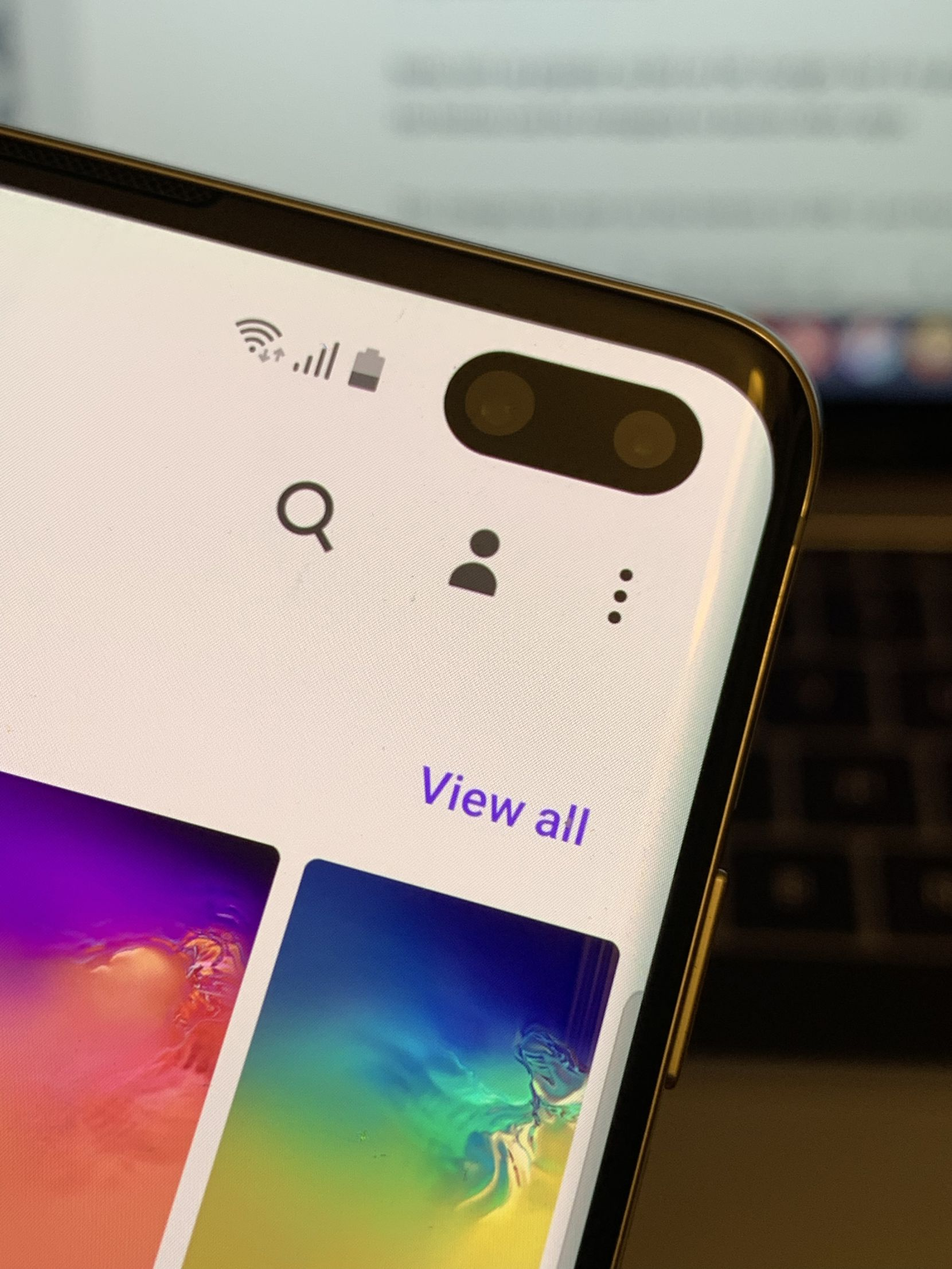 There are dual front cameras on the S10+