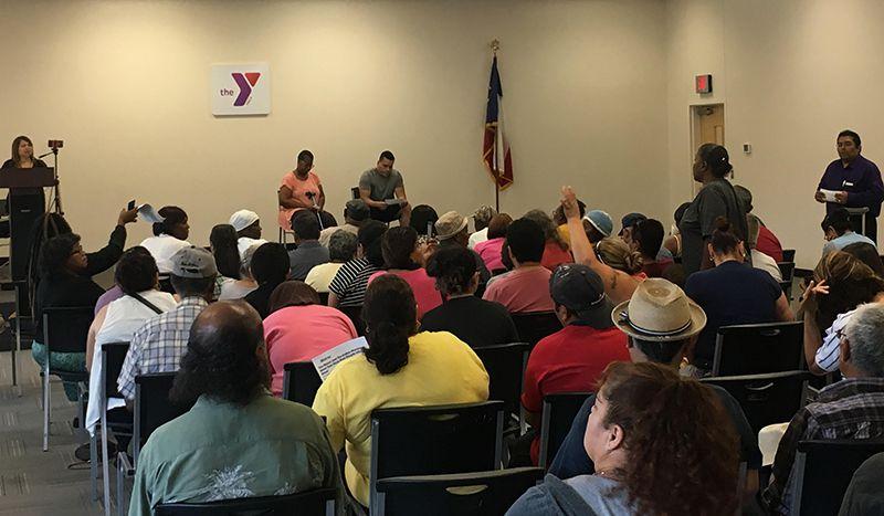 En la primera junta del sábado liderada por el grupo Lulac en el Lake West YMCA (AL DÍA)