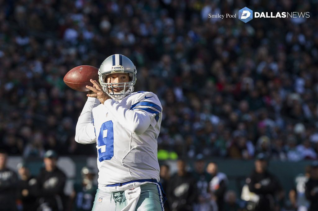Dallas Cowboys quarterback Tony Romo (9) throws a 3-yard touchdown pass to wide receiver Terrance Williams during the first half of an NFL football game against the Philadelphia Eagles at Lincoln Financial Field on Sunday, Jan. 1, 2017, in Philadelphia. (Smiley N. Pool/The Dallas Morning News) ORG XMIT: DMN1701011414182003