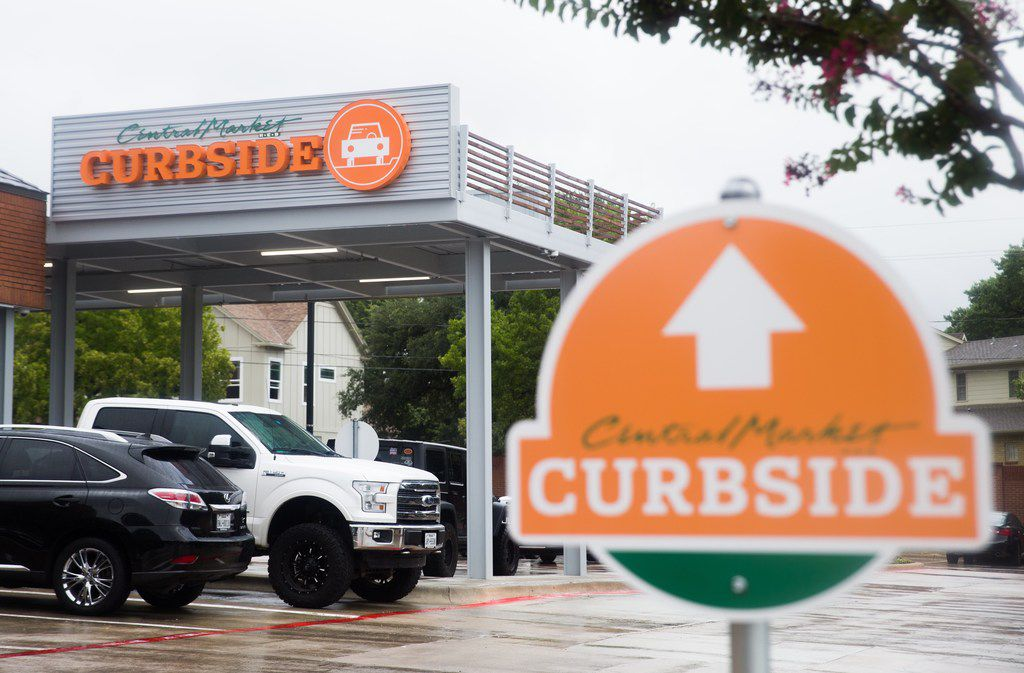The curbside pickup area can be seen at Central Market on West Northwest Highway on Monday, September 3, 2018 in Dallas. (Ryan Michalesko/The Dallas Morning News) ORG XMIT: 20041536A