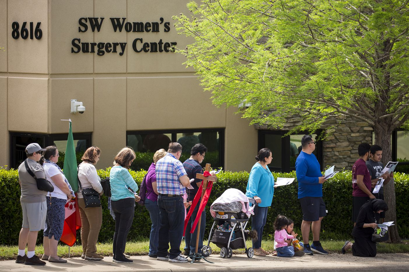 Abortion opponents line Greenville Avenue in prayer during a Good Friday vigil outside the Southwestern Women's Surgery Center on Friday, April 14, 2017, in Dallas.