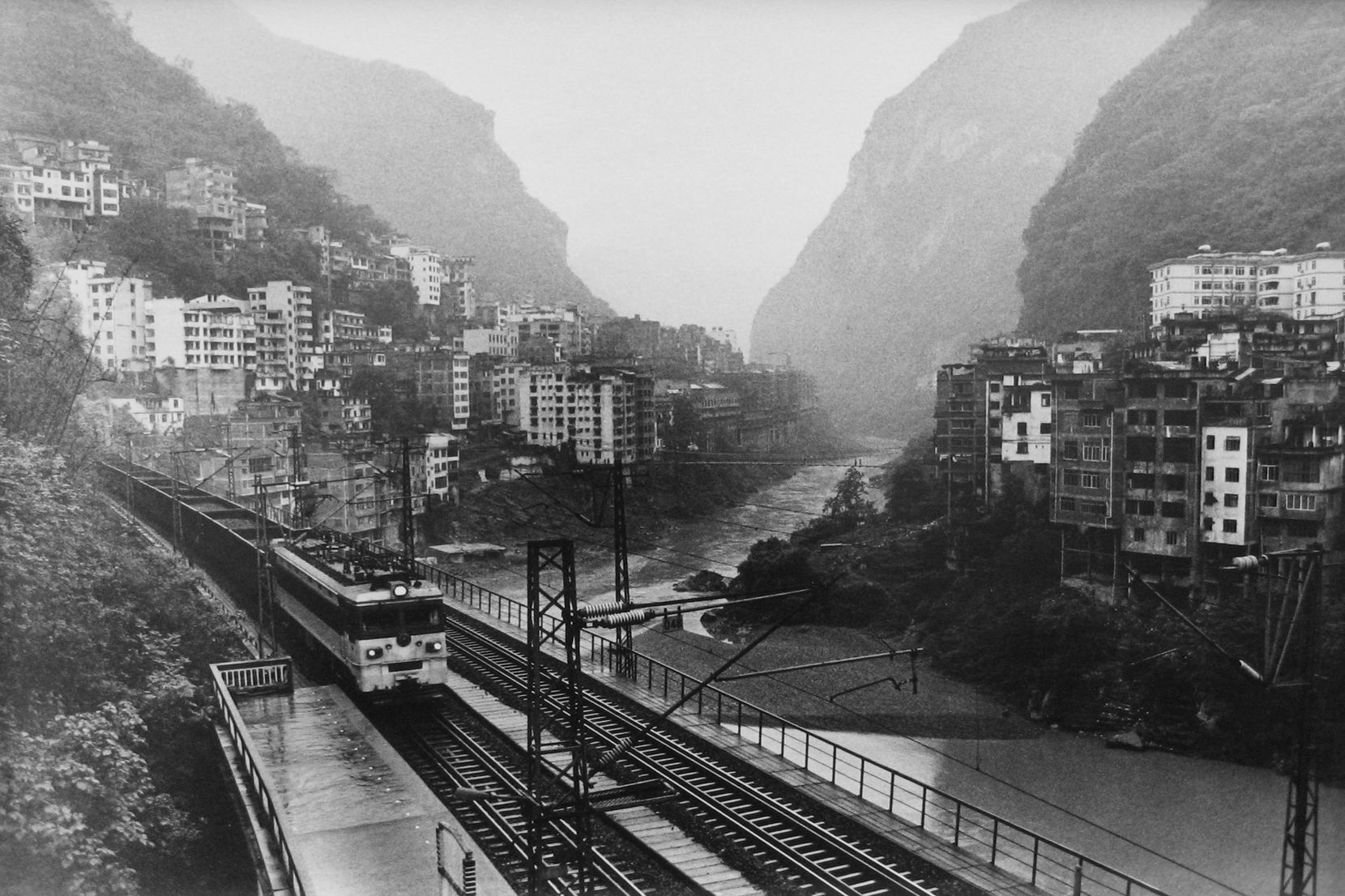 The Neijiang Kunming Railroad Extending Through the County Town Underground, Yanjin, 2007