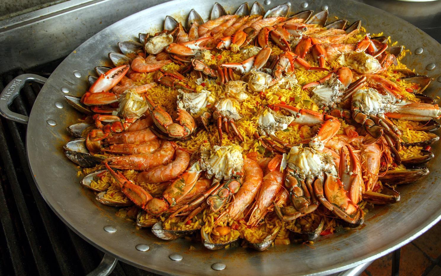 Paella es un tradicional platillo español muy versatil por la variedad de sus ingredientes.(AGENCIA REFORMA)