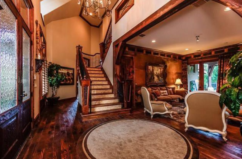 The Preston Hollow house has five bedrooms.