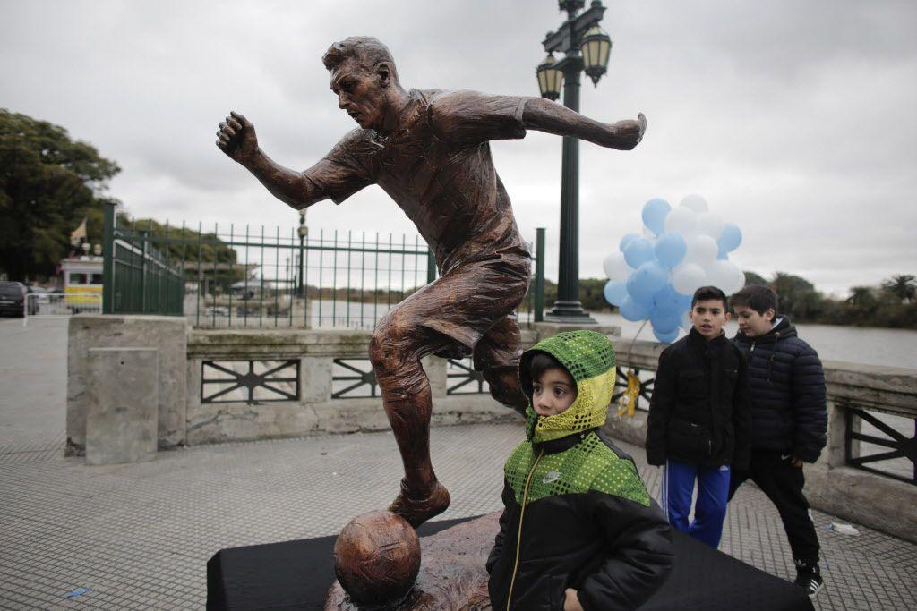 Inauguraron estatua de Messi el martes en Buenos Aires. Foto AP