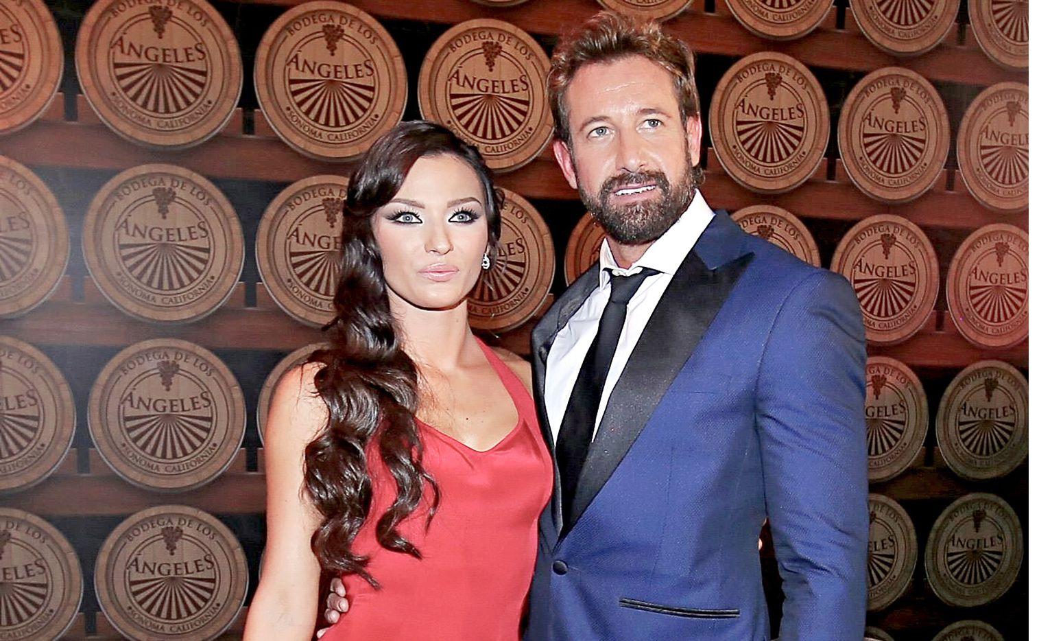 Irina Baeva y Gabriel Soto despidieron el 2018 en Acapulco junto a la familia del actor./ AGENCIA REFORMA