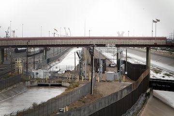 El canal Franklin corre paralelo al Río Grande, entre Texas y México. AP Photo/Cedar Attanasio)