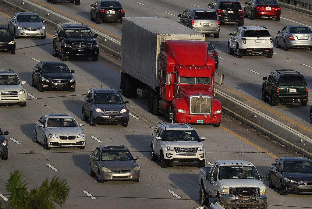 A tractor trailer rolls along the highway on November 29, 2017 in Miami, Florida.  (Photo by Joe Raedle/Getty Images)