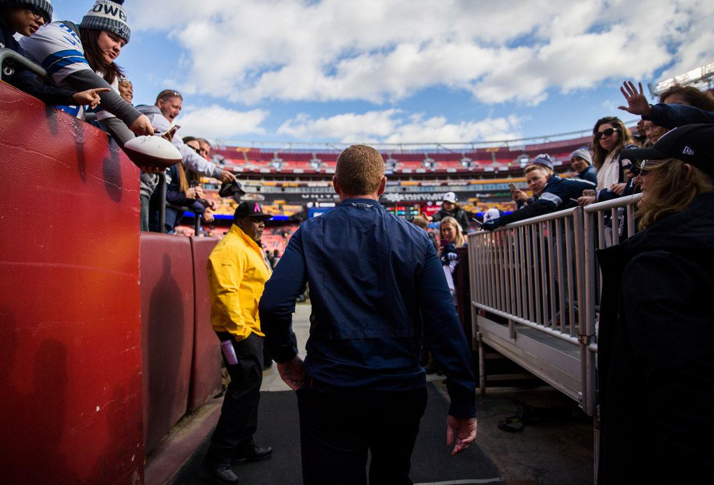 Dallas Cowboys head coach Jason Garrett enters the field before an NFL game between the Washington Redskins and the Dallas Cowboys on Sunday, October 21, 2018 in Landover, Maryland. (Ashley Landis/The Dallas Morning News)