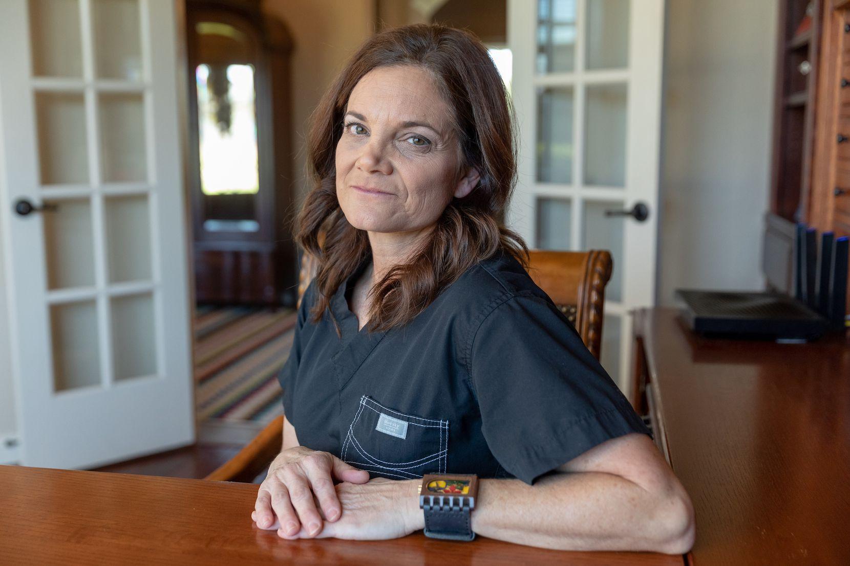 La doctora Laura Anton Johnson dijo que su ex entrenador de la Ursuline Academy of Dallas y el d'Feeters Soccer Club abusó sexualmente de ella. Anton que es pediatra y madre, sintió que no podía seguir en silencio. (Julia Robinson/Especial para DMN)