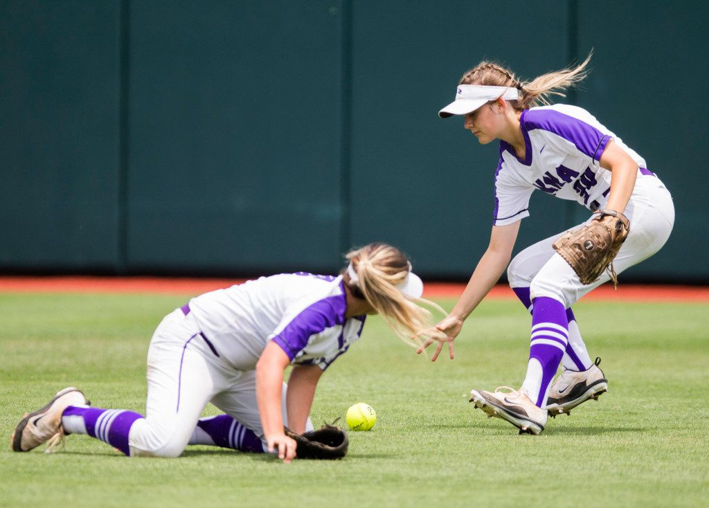 Anna left fielder Hannah Morland (34) fields a hit dropped by Shelby Dombrowski (16) during the third inning of a UIL Class 4A state championship softball game between Anna and Huffman Hargrave on Saturday, June 1, 2019 at Red & Charline McCombs Field at the University of Texas in Austin. (Ashley Landis/The Dallas Morning News)
